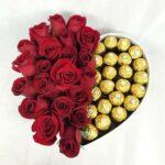 Almas gemelas - Caja de rosas y chocolates