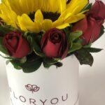 Eclipse de amor - Caja de rosas y girasoles