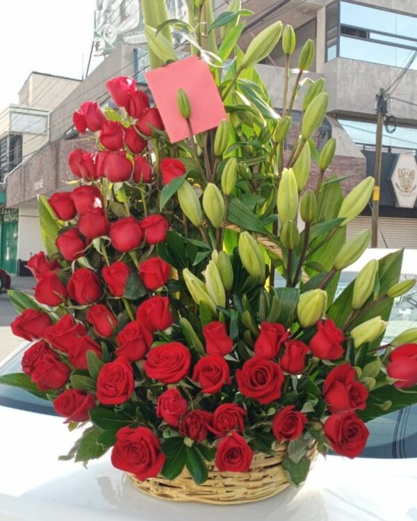 Canasta de flores y rosas Puebla, Florerías en Puebla, Flores a domicilio Puebla