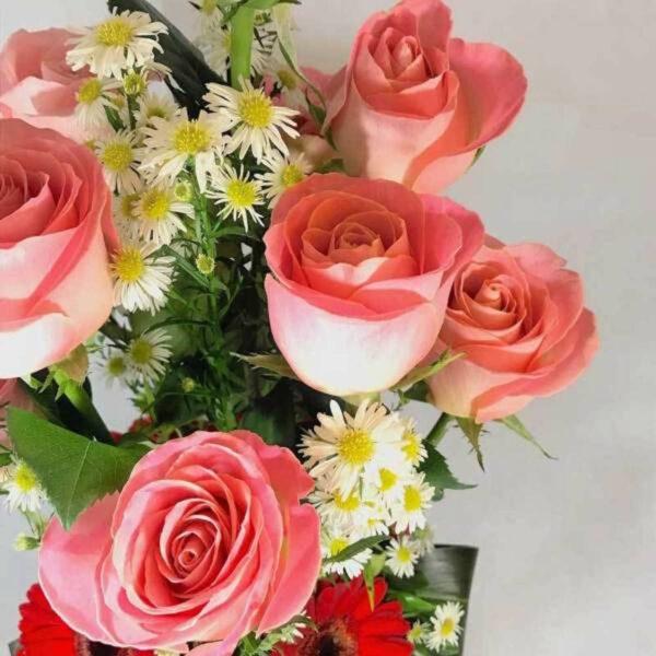 Expresión de amor, Arreglo rosas y gerberas en Querétaro, Florerías en Querétaro, Flores a domicilio Querétaro