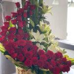 Amor real - Canasta de flores con rosas y lilis