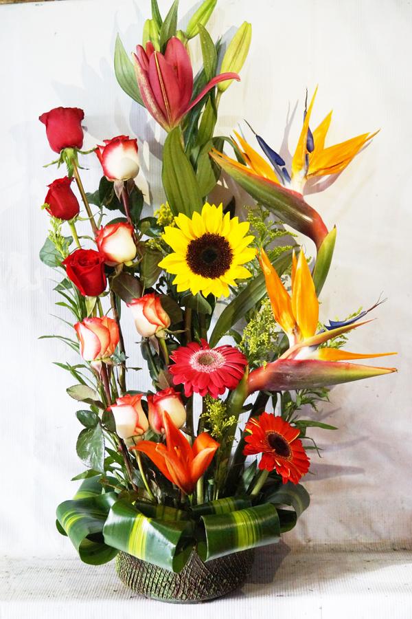 Arreglo Con Rosas Lilis Gerberas Girasol Y Aves De Paraiso Envía Flores A Domicilio En Tijuana