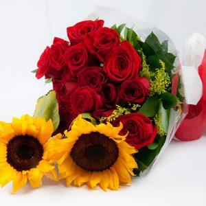 Dos cuerpos de rosas y girasoles para Arreglos florales Tijuana - Florerias en Tijuana