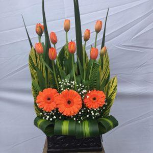 arreglo-de-tulipanes-naranjas
