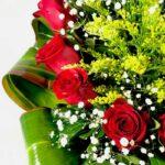 Camino a ti - Arreglo de rosas rojas y gerberas